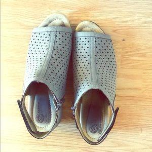 Earth Ortho, heeled sandal